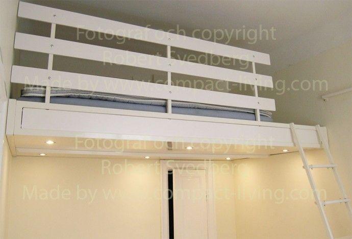 loftsäng 160 cm i metall mellan väggarna