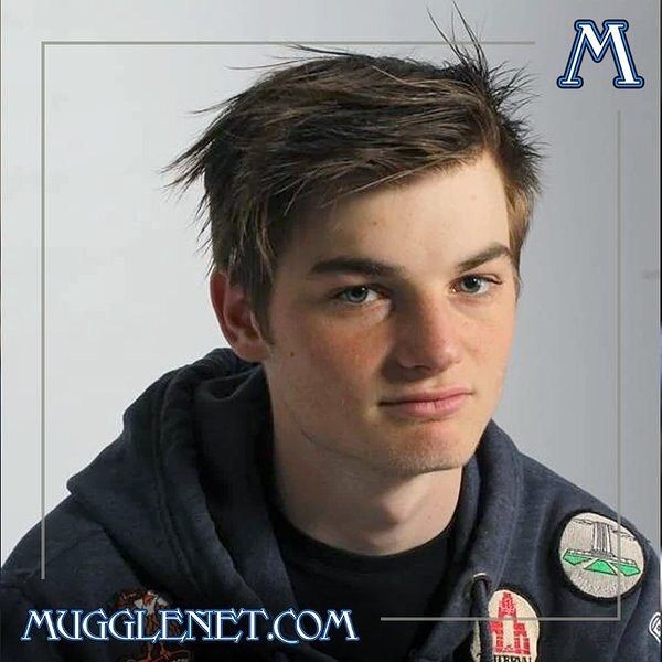 It S A Day Full Of Birthdays Our Next Birthday Wish Is For Arthur Bowen Who Played Albus Severus Potter In Harry Potter And The Belle Photo Actrice Chanteur