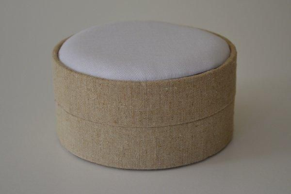 LBLrnd.81 - Large Round - Natural Linen covered and lined boxes make it so easy for you to create a special gift or precious keepsake. Embellish your fabric as you desire, cover the removable, padded lid with your worked fabric and replace into the box lid. The box measures 13cm in diameter.