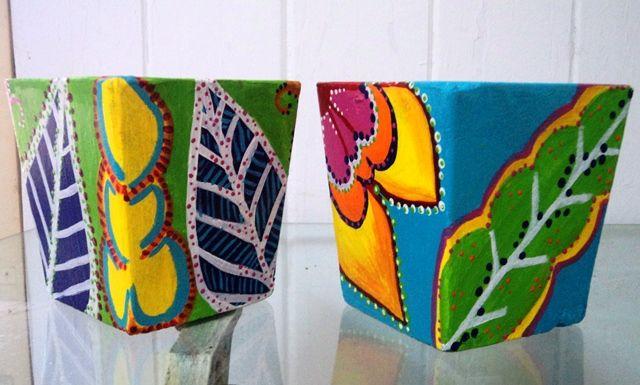 Macetas de fibrocemento pintadas a mano