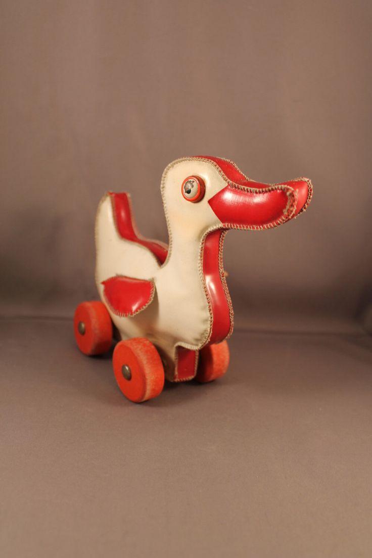 Nostalgische mooie Sweet Duck op wielen Vinyl originele Vintage 60s 70s peuter speelgoed half eeuw moderne ontwerpen modernistische baby klein kind door ZeitreiseFrankfurt op Etsy https://www.etsy.com/nl/listing/386542582/nostalgische-mooie-sweet-duck-op-wielen