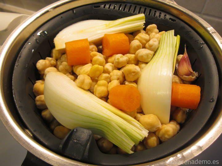 Cómo cocer Garbanzos en Thermomix: listos para servir con el caldo o para utilizar en ensaladas, purés o para añadir a nuestros guisos con Thermomix.