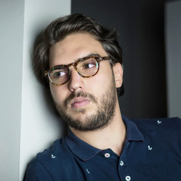 Truman : Affordable Squarred Eyeglasses shaped in a high-quality italian acetate for a Hipster Trendy Style