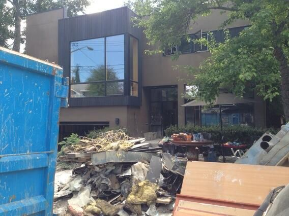 Elbow Park hit HARD. Cleanup overwhelming. They need help down there. #yychelps #yycflood #yyc pic.twitter.com/lRkJEqGhqY
