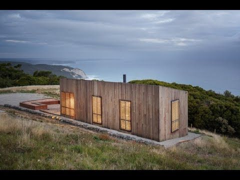 Small-Sized Nature Retreat Overlooking the Ocean: Moonlight Cabin in Aus...