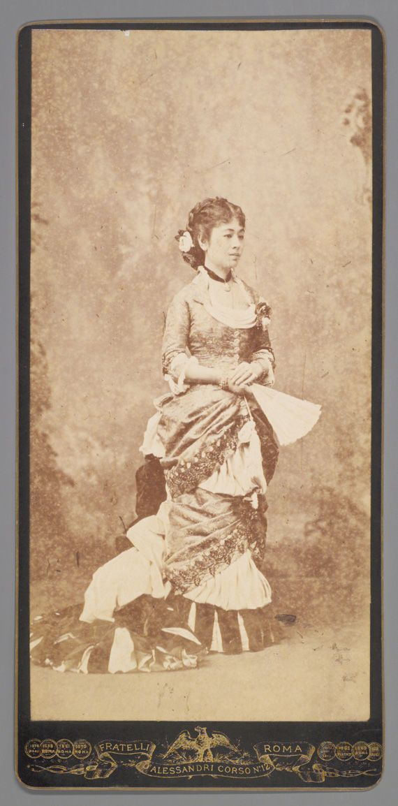 洋装の鍋島栄子像, 1868-1911