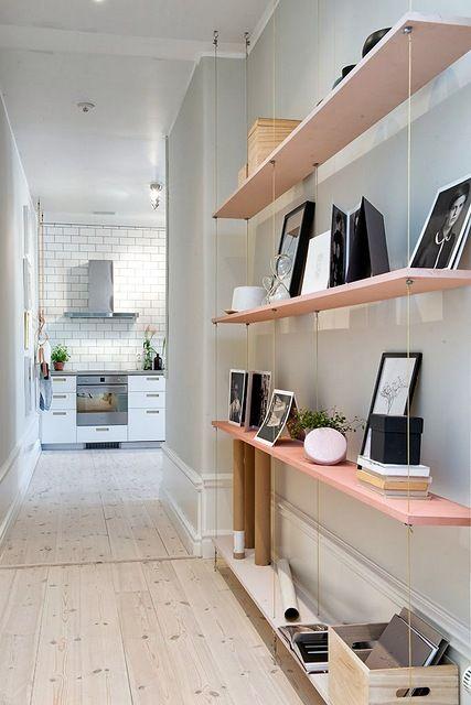 Système d'accroche pour les étagères de l'espace bureau au premier ?