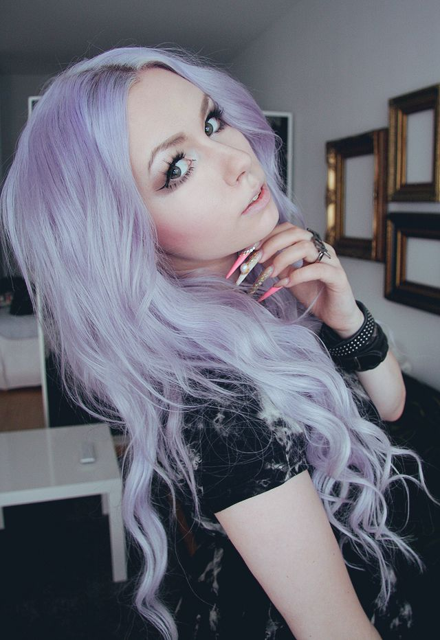 Lilac Hair, I'd love to have to guts to have this hair colour!