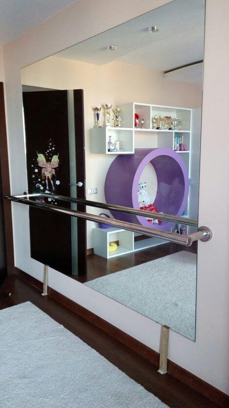 Данный проект выполнен силами нашей компании в июле 2017г. Зеркальная панель в комнате. В проекте использовалось зеркало серебро 4мм с полировкой . Установка зеркала производилась с помощью скрытого крепежа на стену. Проект реализован в г. Москва, Можайское шоссе 122.