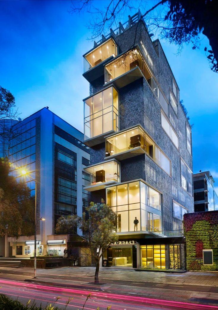 plan:B Arquitectos together with Perceptual Studio have designed the Click Clack Hotel located in Bogota, Colombia. (interessante: jogo volumétrico e contraste entre o branco, o vidro e concreto)