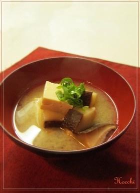 Dried Shitake Mushroom & Tofu Miso Soup 干し椎茸とお豆腐の美味しい味噌汁
