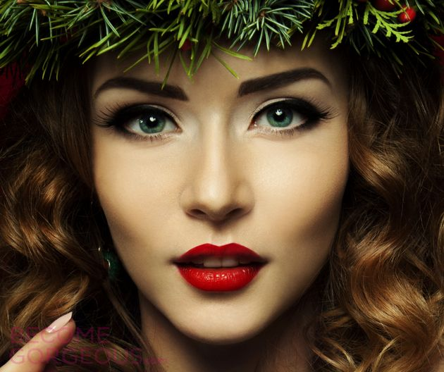 Christmas Makeup Looks and Ideas - A great Christmas party wouldn't be the same without the perfect makeup to match your festive outfit. Prepare to get inspired with these Christmas party makeup ideas!