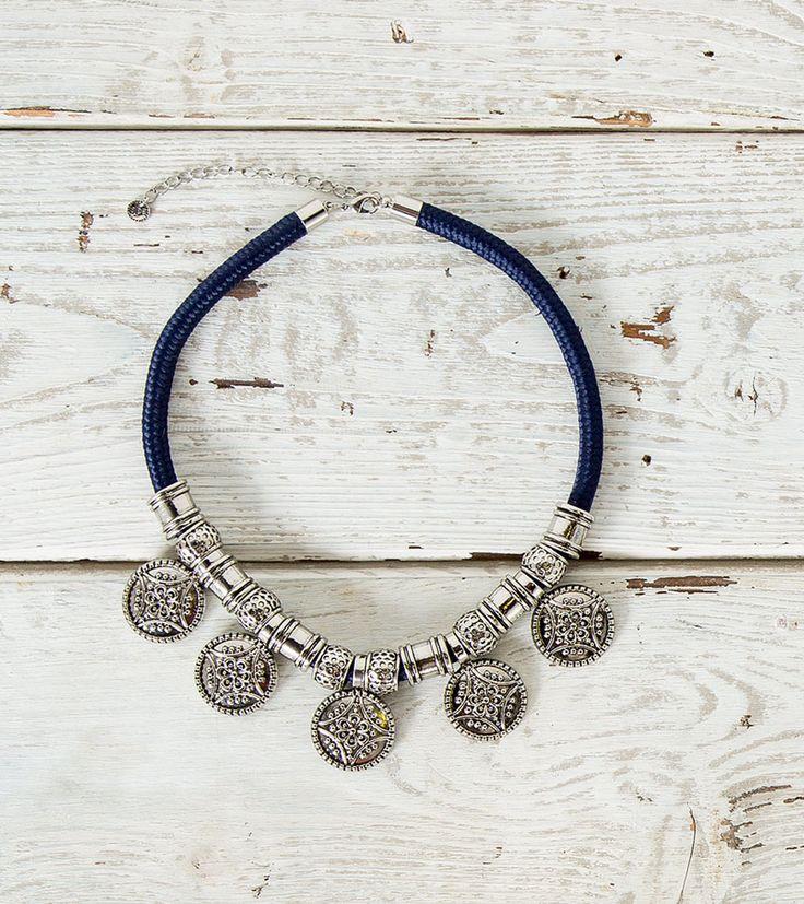 http://myspringfield.com/pt/pt/woman/accesorios/bijuteria/collar-medallas-metalicas/8457891.html?dwvar_8457891_color=46