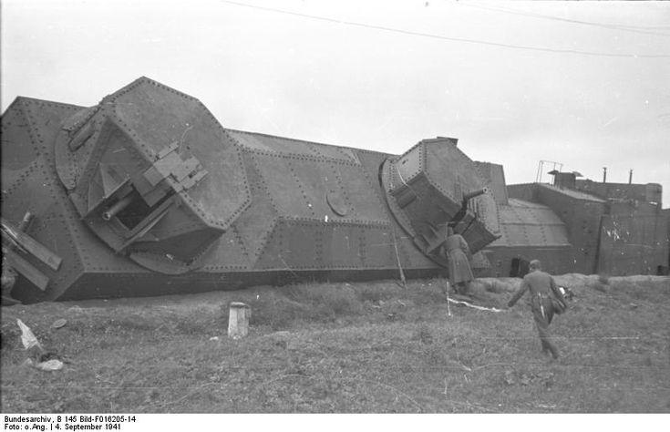 russian armored train destroyed operation barbarossa sept 1941 ===================== Россия Подбитый советский бронепоезд; сентябрь 1941