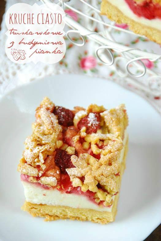 <p>Kruche ciasto z lekką, delikatną budyniową pianką z truskawkami, przykryte z wierzchu resztą kruchego ciasta. Bardzo dobre ciasto do którego zamiast truskawek możesz dodać maliny, jeżyny, jagody itp. Polecam, bo zawsze wychodzi i świetnie smakuje  Składniki na kruche ciasto: 2,5 szklanki mąki pszennej (może być również mąka krupczatka) 250 …</p>