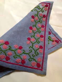 50s mid century modern woven vintage embroidered tablecloth in linen. Made in Sweden. Scandinavian design