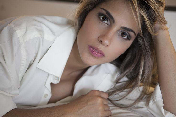 Liberte-se e mostre-se linda e sensual. Acredite, você também pode arrasar como uma modelo de revista. Agende já seu ensaio fotográfico!