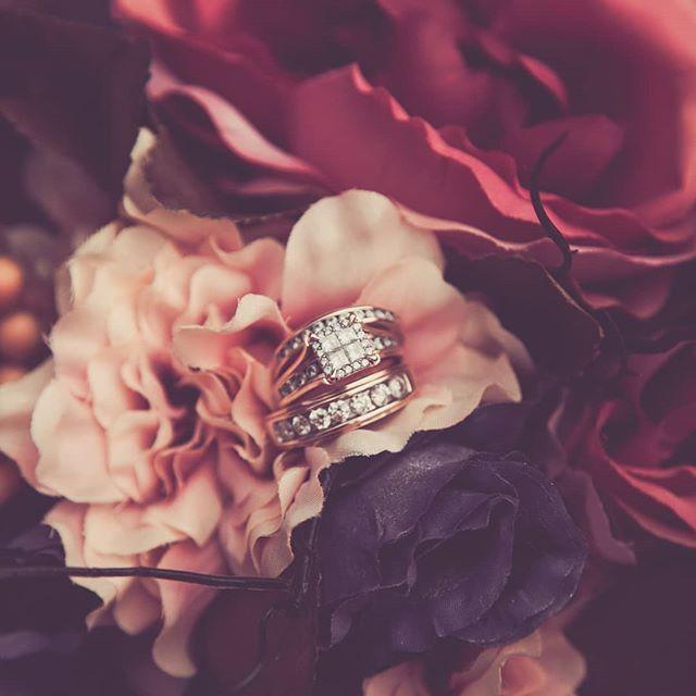 I fall in love with the details.. . #hintonalbertaphotographer #portraitphotographer #hintonweddingphotographer #weddingphotography #anniversary #goals #grateful #creativeportraits #wildlycreative #nature #fall #jasperphotographer #weddingwirecanada #rockymountainbride #albertaphotographers #details #cowgirl #cowboy #countrywedding #dirtybootsandmessyhair #albertawedding #albertaweddingphotographer #shootandshare  #Regram via @allisonrutleyphotos