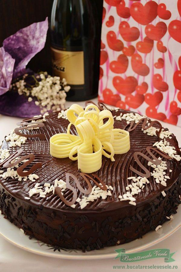 Tort cu ciocolata si rom, un tort cu o crema fina de ciocolata, blat pufos de cacao si glazura delicata de ciocolata cu un decor simplu dar de efact. Va recomand sa il incercat, nu necesita mult efort iar ingredientele folosite sunt la indemana oricui. Ingrediente blat tort de cacao Crema 500
