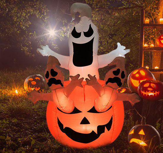 Heißen Sie kleine und große Gespenster schaurig willkommen! Verfluchte Geister wohnen in unserem gruseligen, aufblasbaren Kürbis. Bei Dunkelheit sorgen die eingebauten LED Lichter für eine unheimliche Atmosphäre in Ihrem Garten oder im Haus. Egal ob für Süßes oder Saures, einen Kindergeburtstag oder Ihre eigene Halloween Party – mit unserem Halloween Deko Kürbis sind Sie bestens aufgestellt!
