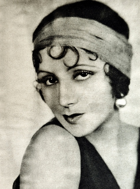 Rosita Moreno (1907-1993). Spanish film actress who worked in Hollywood, Argentinian, Mexico, and Spaniard cinema.