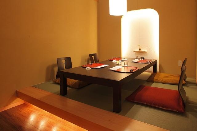 【個室料亭 「料亭 美湖」】落ち着いた暖かみある正当派のデザインの料亭は、お座敷や椅子席もご用意。