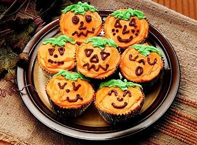 Have some fun this Halloween and bake these Pumpkin Face Brownie Cups!