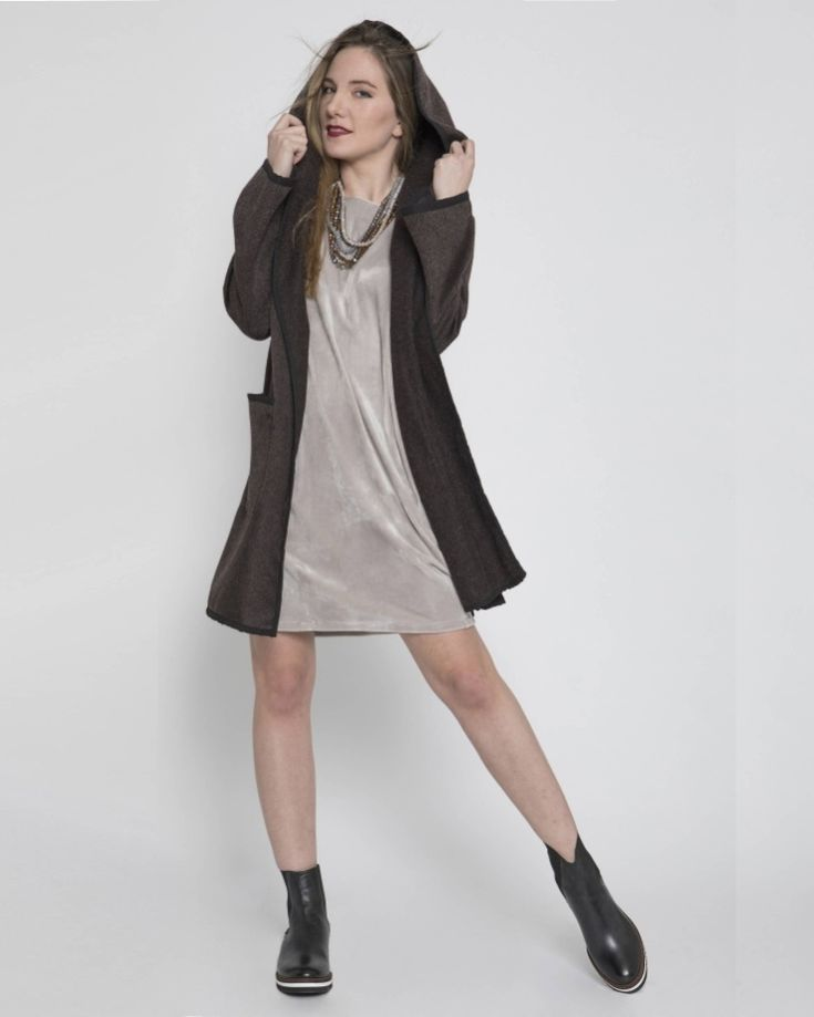 Isaiasshops #iscollection #foryourwintergetaway #thinkpossitive #thinkofus #yourshop #greydress #mini#yourdress #lurex #hoodycover #yourcoat #pockets #comfortstyle