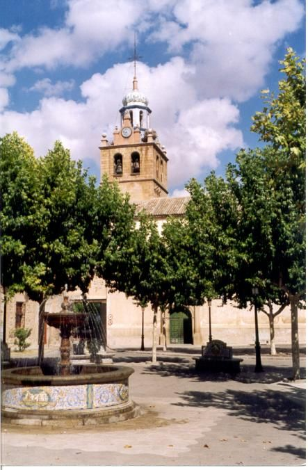 Iglesia del Puente del Arzobispo y fuente con preciosos azulejos propios de esta localidad.