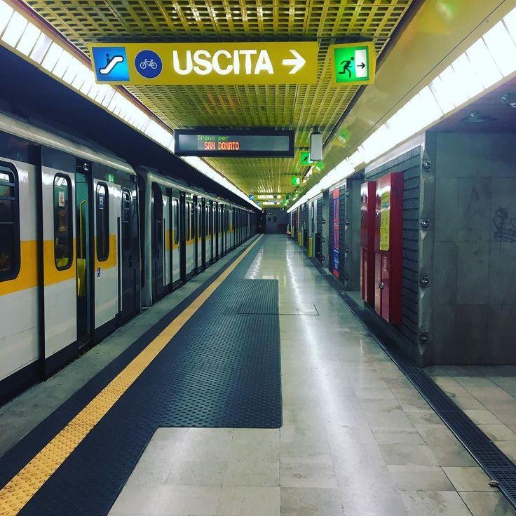 Ready to weekend #milan #milano #tixi #tixilife #friday #weekend #metro #travel #dj #djing #djlife #transport