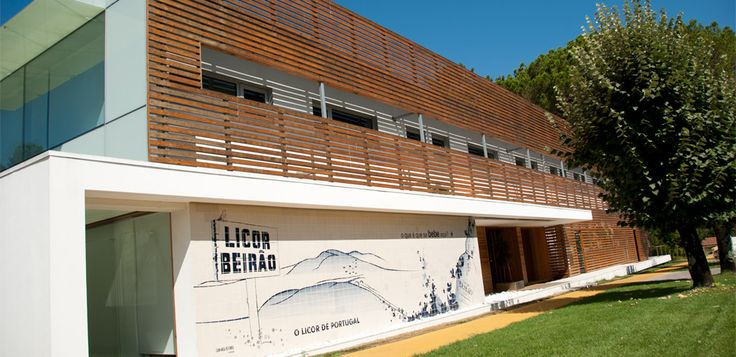 A empresa J. Carranca Redondo, Lda, produtora do Licor Beirão, nasceu em 1940, mas a história deste licor é bastante mais velha.