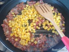 Aprende a preparar espaguetis a la carbonara con maíz con esta rica y fácil receta. La carbonara es una salsa blanca italiana muy famosa. En esta caso la hemos...