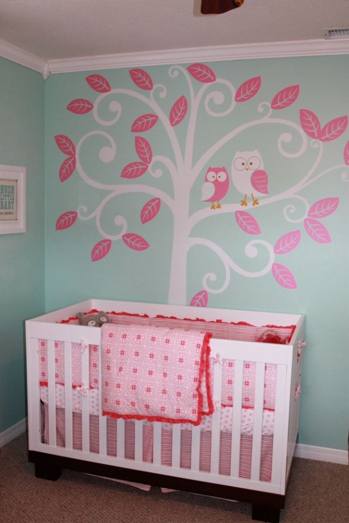 UI love this owl decor and its pink too!! Great nursery idea for a girl or boy, just change to blue.