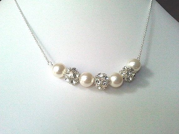 Bruiloften sieraden witte parel collectie - huwelijksgeschenk, bruids juwelen,  Klassieke Swarovski parels... met glamoureuze Strass-accenten! --Beschikbaar in elke Parel kleur - gewoon vragen!--  -Ketting gemaakt met 8mm parels en strass ballen van glam zilver / zilver ketting  Mooie ketting. Het meet de 16inches. (Wenst u een andere lengte, Geef in winkelwagen.)  Oorbellen https://www.etsy.com/listing/127341753/wedding-jewelry-white-pearl-collection?ref=co...