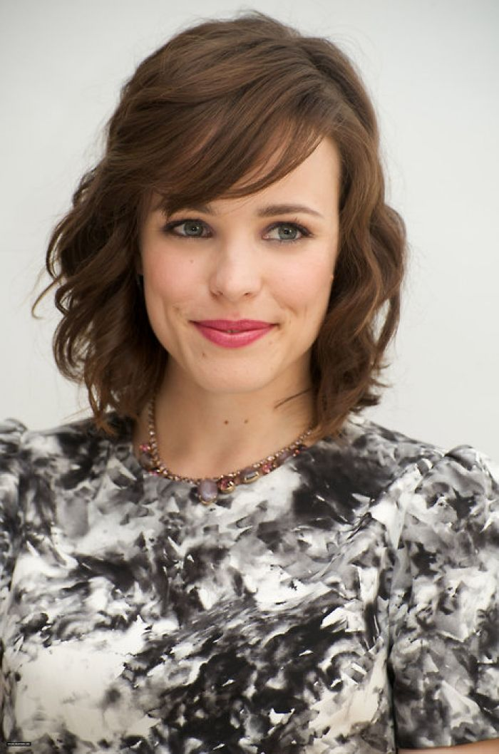 Medium hair with Bangs. Rachel McAdams brown hair, side ...