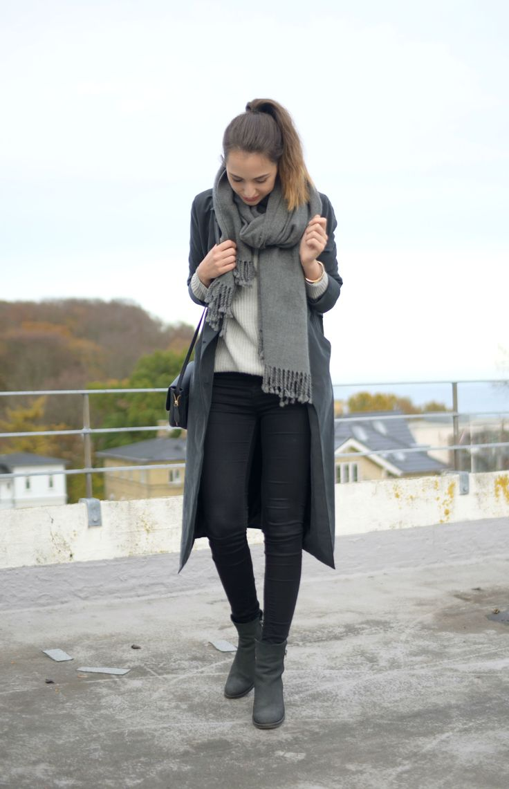 Style diary: A grey on grey on grey outfit. Fall OOTD. --> Click through to the blog to see more pictures!