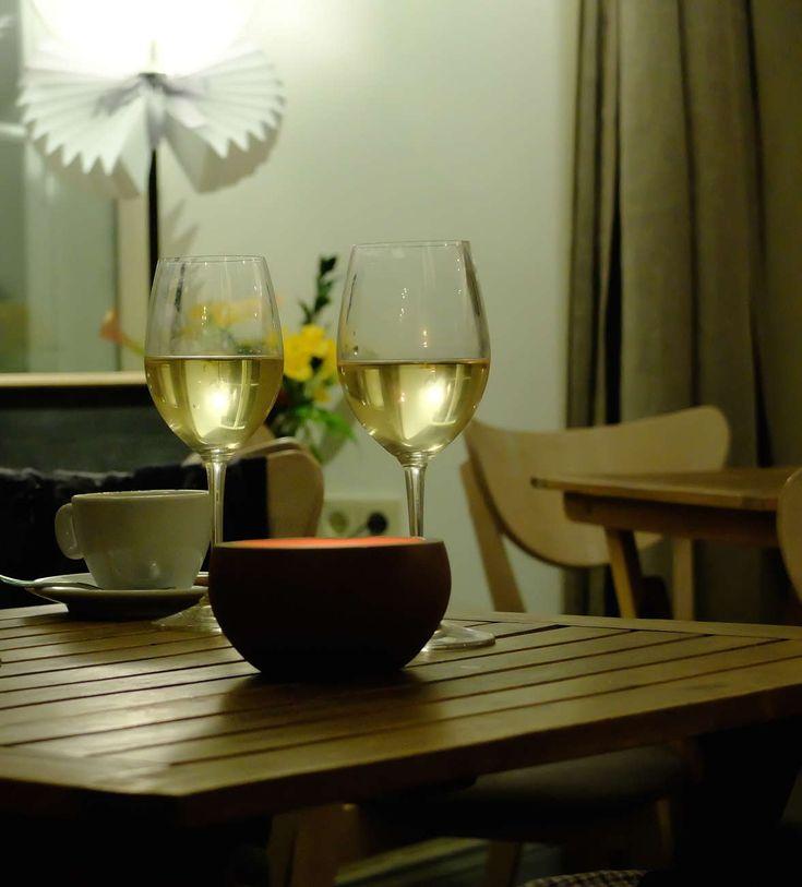 Kekseliäs viinikauppa ja tapasbaari, jonka fokuksessa ovat vanhan maailman viinit ja herkulliset pikku syötävät. Asiakas voi maistella viinejä ennen ostopäätöksen...