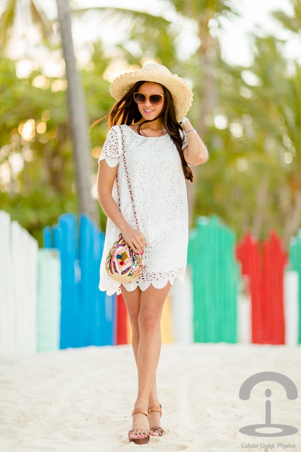 Playa Bávaro Crimenes de la Moda - little white Dress AX Paris - vestido blanco troquelado - bolso hippie Suiteblanco - gafas de sol Tommy Hilfiguer sunglasses