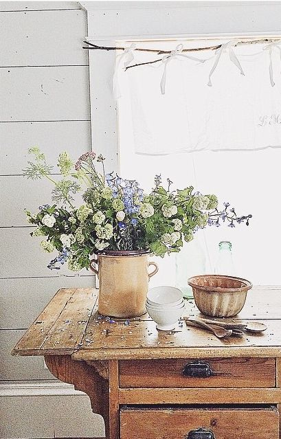 Casual flower arrangements are perfect for summer house style