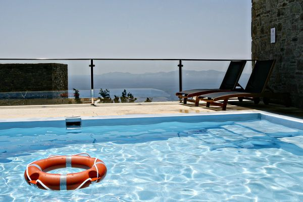 #vacation villa in #Tinos. Residents can use the private swimming pool (utilizing salt electrolysis) of the Green House http://www.tinos-habitart.gr/green-house.php