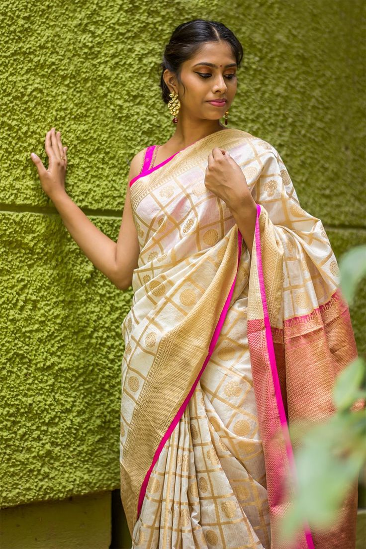 Offwhite and pink checked Kanakavalli inspired silk cotton saree with woven motifs  #saree #blouse #houseofblouse #indian #bollywood #style #offwhite #white #pink #gold #kanakavalli #silkcotton #checked #motifs #festive #traditional