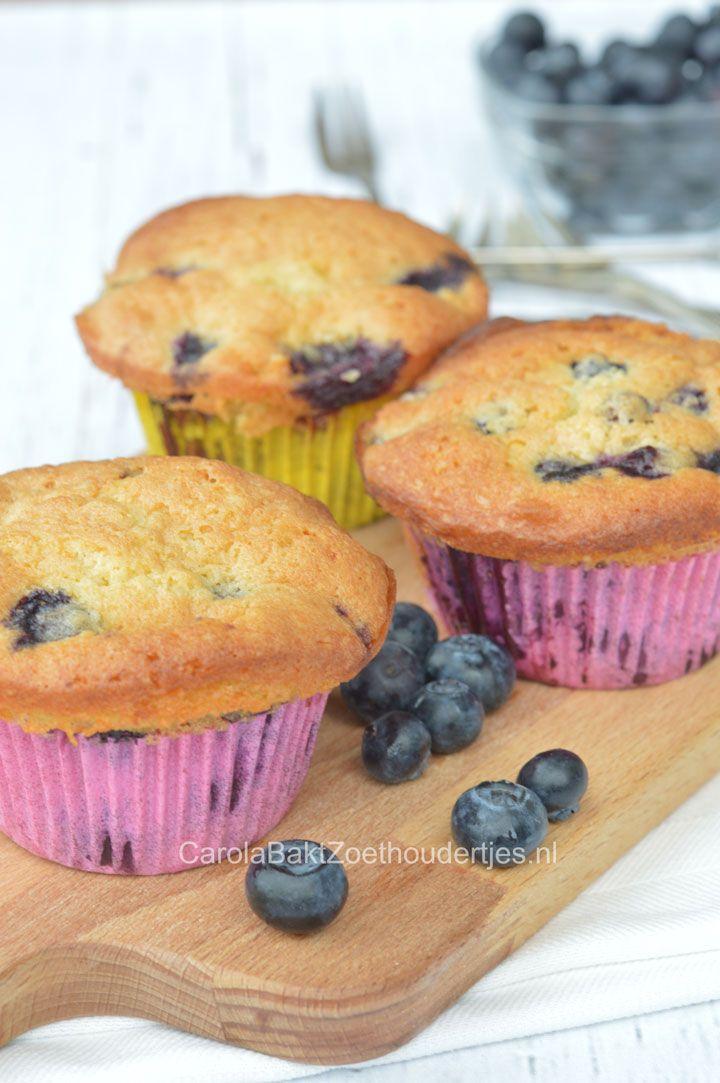 Muffins met blauwe bessen en Winactie - Carola Bakt Zoethoudertjes