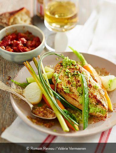 BLANCS DE POULET CITRONNELLE, PARFUMS D'AFRIQUE Une recette du chef Dupouy concoté avec amour pour rendre hommage aux origines de sa femme. Forcément, on aime ! La cuisine, c'est vraiment un gage d'amour et un moment de partage. Ingrédients pour 4 personnes : 4 filets de poulet fermier jaune Label Rouge St SEVER d'env. 140g 4 bâtons de citronnelle 1/2 l de bouillon de volaille Basilic Ciboulette Persil Gingembre Ail Huile d'oilve Beurre Sel et poivre...