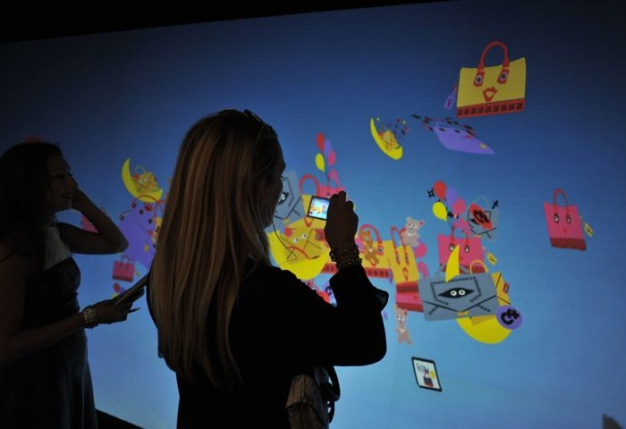 The presentation has been enhanced with two videonstallations: an interactive wall follows Japanese illustrator Tonouchi drawings: It plays interactively with guests' movement.