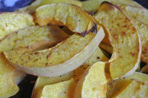 Butternut-Kürbis oder Butternuss-Kürbis muss nicht geschält werden. Deshalb eignet er sich gut für ein Schnell-Rezept: aus dem Ofen - so schmeckt Herbst.