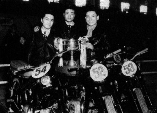 左から徳永さん、義一さん、中村さん