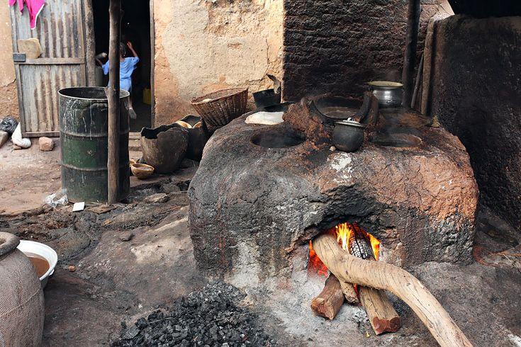 Préparation du dolo (bière de mil) Bobo-Dioulasso