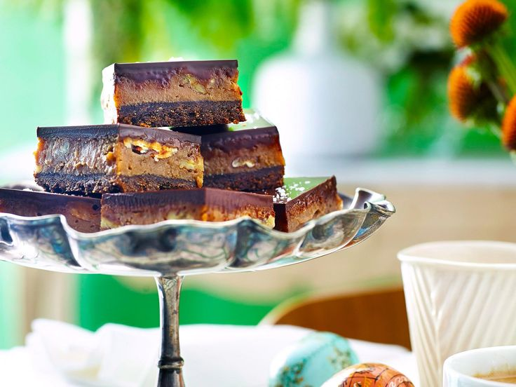 A match made in heaven. Salted caramel and chocolate are both rich, decadent and irresistibly compatible. Soft, sweet and salty, this slice is the perfect treat to bake for ultimate indulgence.