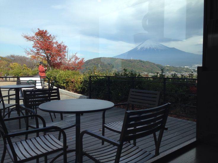 スターバックス富士川サービスエリア下り線から見た、富士山