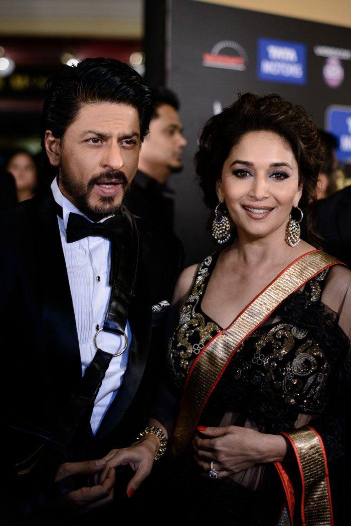 Shahrukh Khan with Madhuri at IIFA Awards 2013 | Veethi